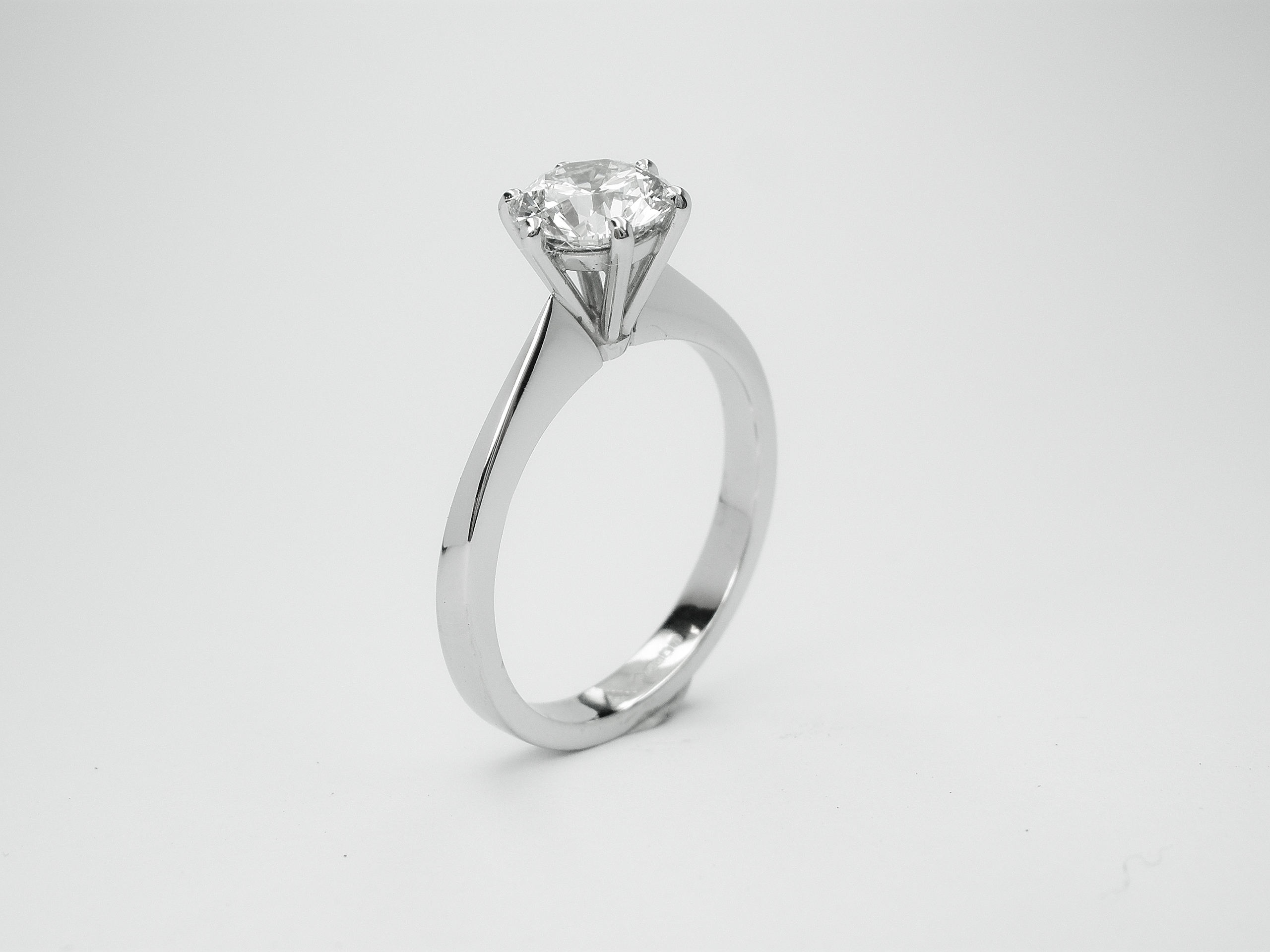 Platinum single stone 1.10ct. 'E' colour round brilliant cut diamond set in a 6 claw peg setting & knife edged shank ring. Ideal for diamonds from 0.33ct. to 5.00cts.