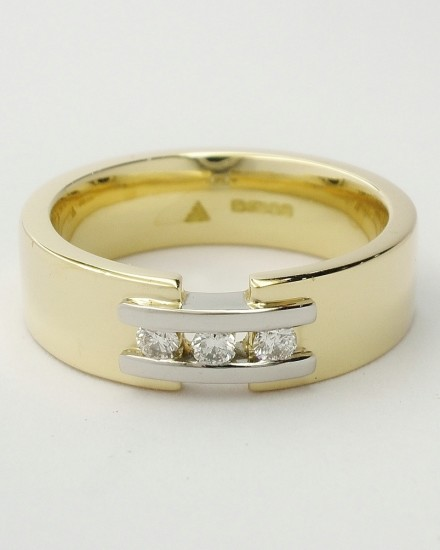 Ladies' 18ct. yellow gold wedding ring with a pair of platinum 'tram line' wires inlayed & bridging a gap across the top, set with 3 round brilliant cut diamonds.