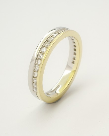 18ct. yellow gold & platinum off-set brilliant cut diamond wedding ring.