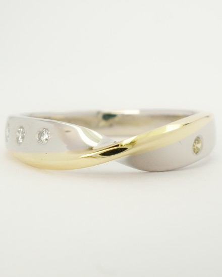 Platinum twist wedding ring edged with an 18ct. yellow gold wire & flush set with round diamonds.