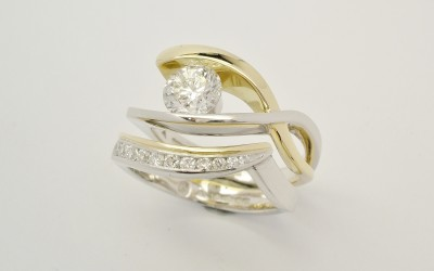18ct Yellow Gold Platinum Wedding Ring Set With Tapering Sized Diamonds Around The Curve