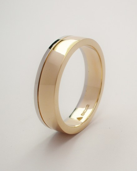 9ct. Red gold (also known as rose gold or pink gold) gents wedding ring with broad palladium wire applied on one edge.