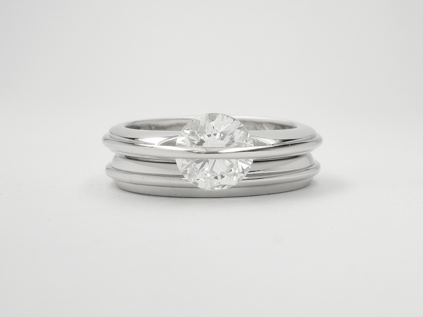 Platinum wedding ring with applied raised wire to match single stone 'Lunar' engagement ring.