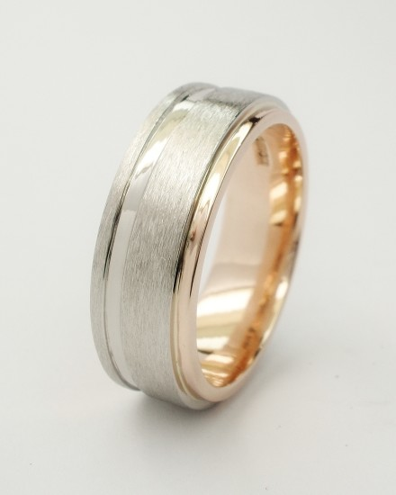 18ct red gold (also known as rose gold or pink gold) gents wedding ring with brushed & polished finish palladium ring overlaid to 80% across red gold ring.