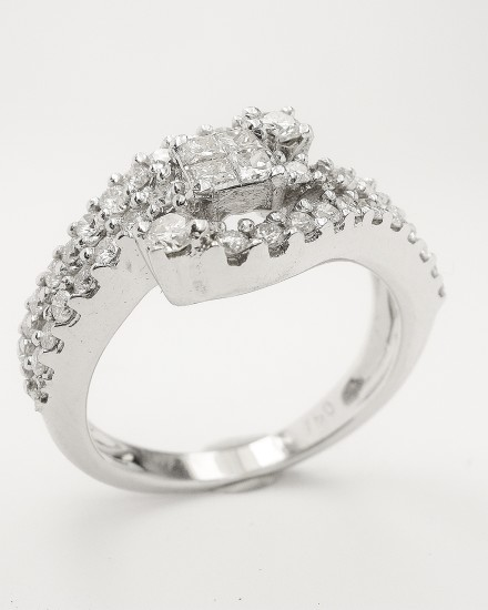Original princess cut & brilliant cut diamond 18ct white gold ring bought abroad - diamonds repeatedly fell out.