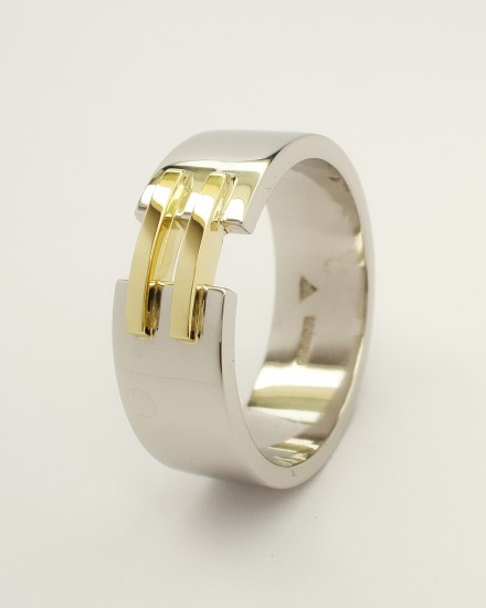 Gents palladium wedding ring with a pair of 18ct. yellow gold 'tram line' wires inlayed & bridging a gap across the top.