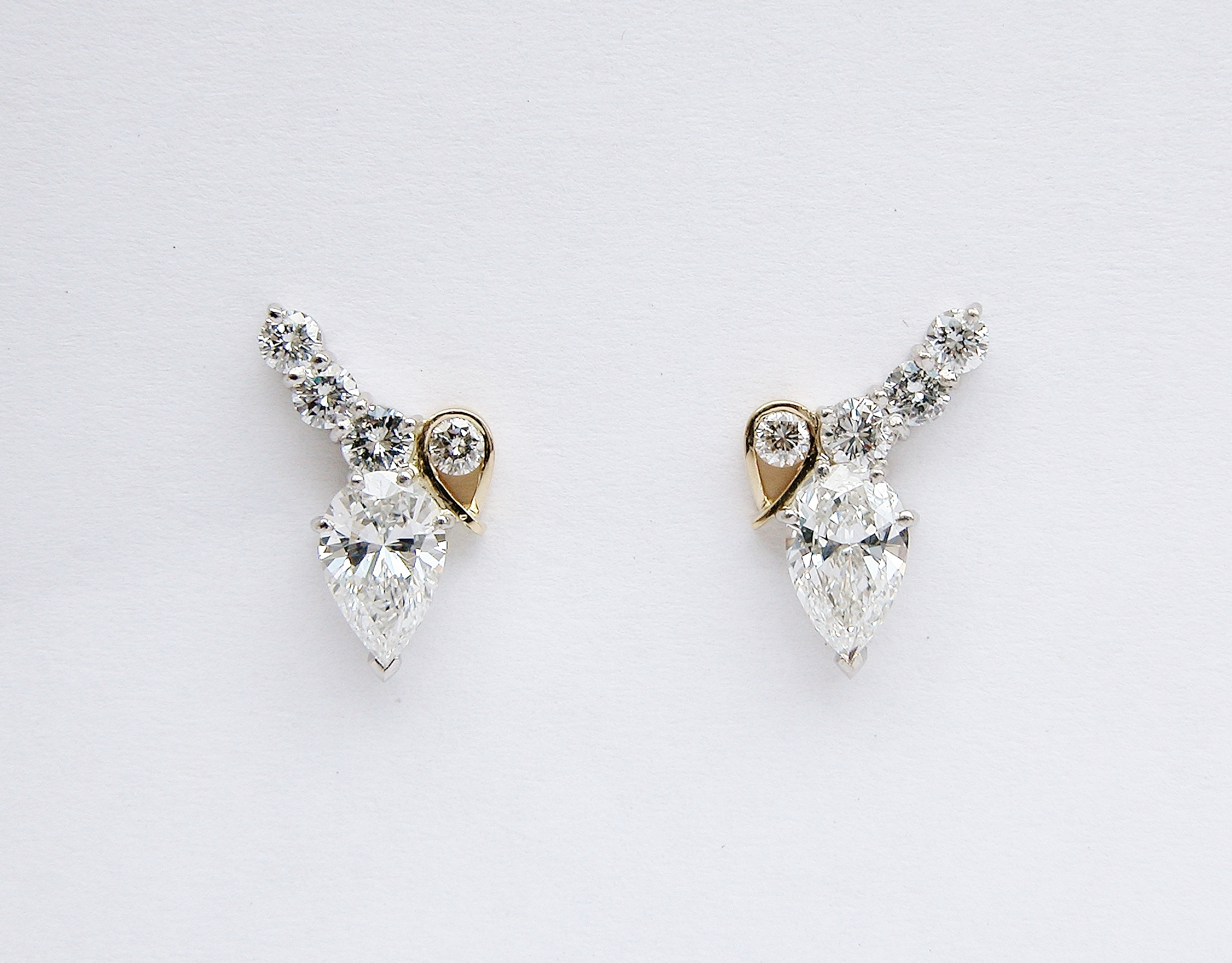 Platinum & 18ct yellow gold pear shaped diamond & round brilliant cut diamond 5 stone stud earrings.