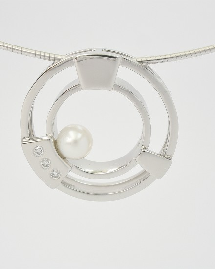 Pearl and diamond palladium double ring, 'polo mint' style pendant.