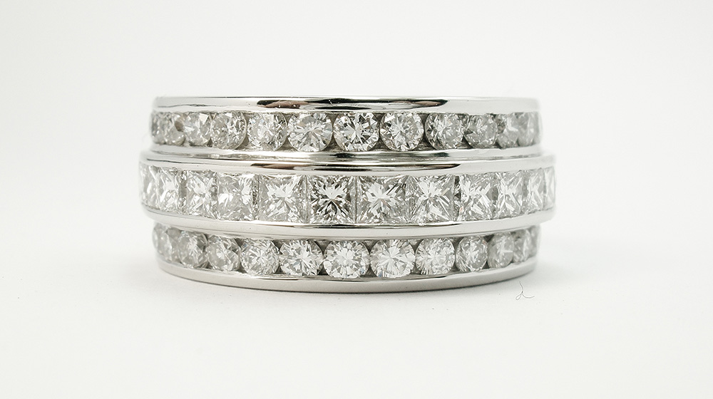 Princess-cut-diamond-triple-platinum-wedding-ring-set-to-55-cover