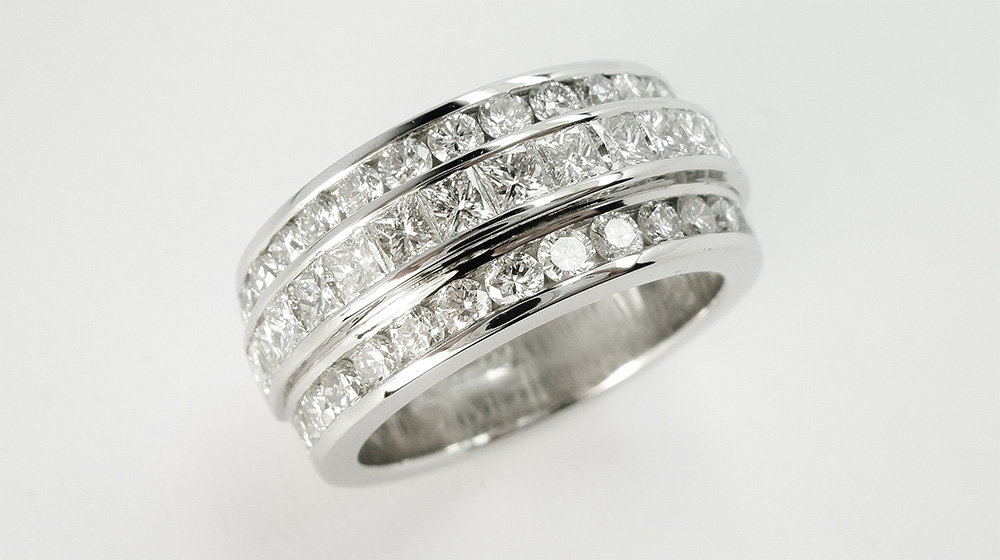 Princess-cut-diamond-triple-platinum-wedding-ring-set