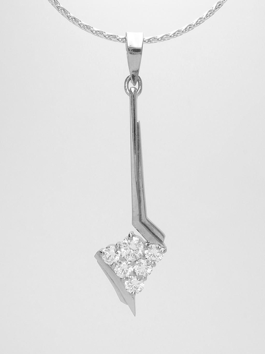 18ct. white gold 6 stone round brilliant cut diamond 'V' shaped cluster, pendulum style pendant.
