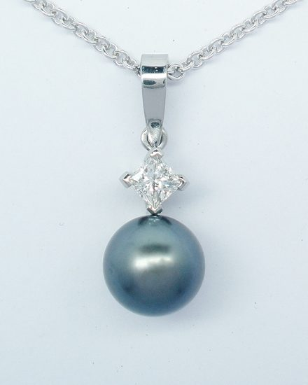 8mm diameter black Tahitian pearl and princess cut diamond pendant mounted in 18ct. white gold.