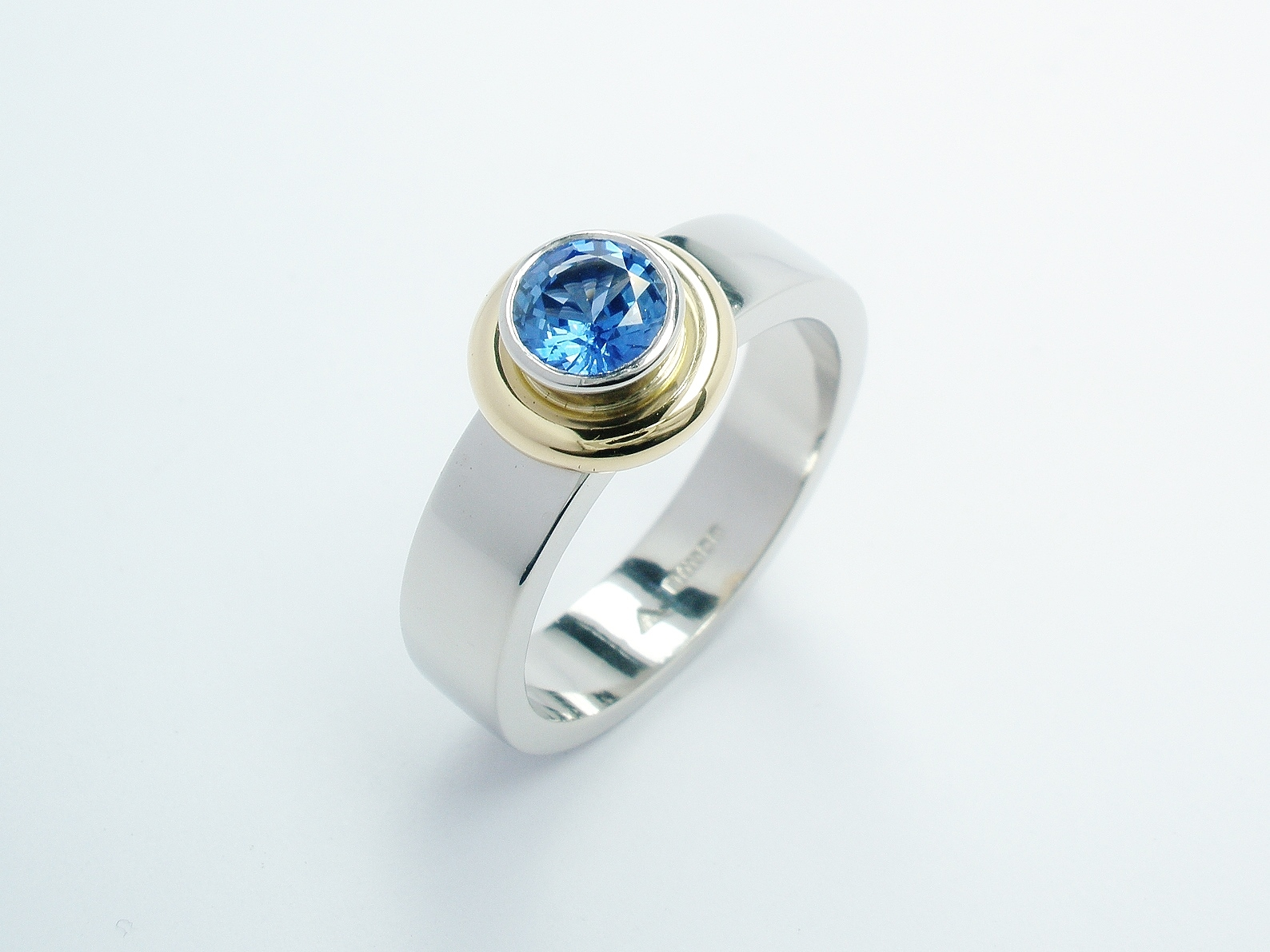 Round sapphire 'doughnut' style ring mounted in palladium, 18ct. yellow gold & platinum.