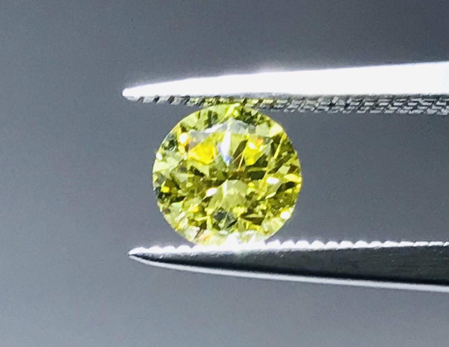 0.92 carat round brilliant cut canary yellow