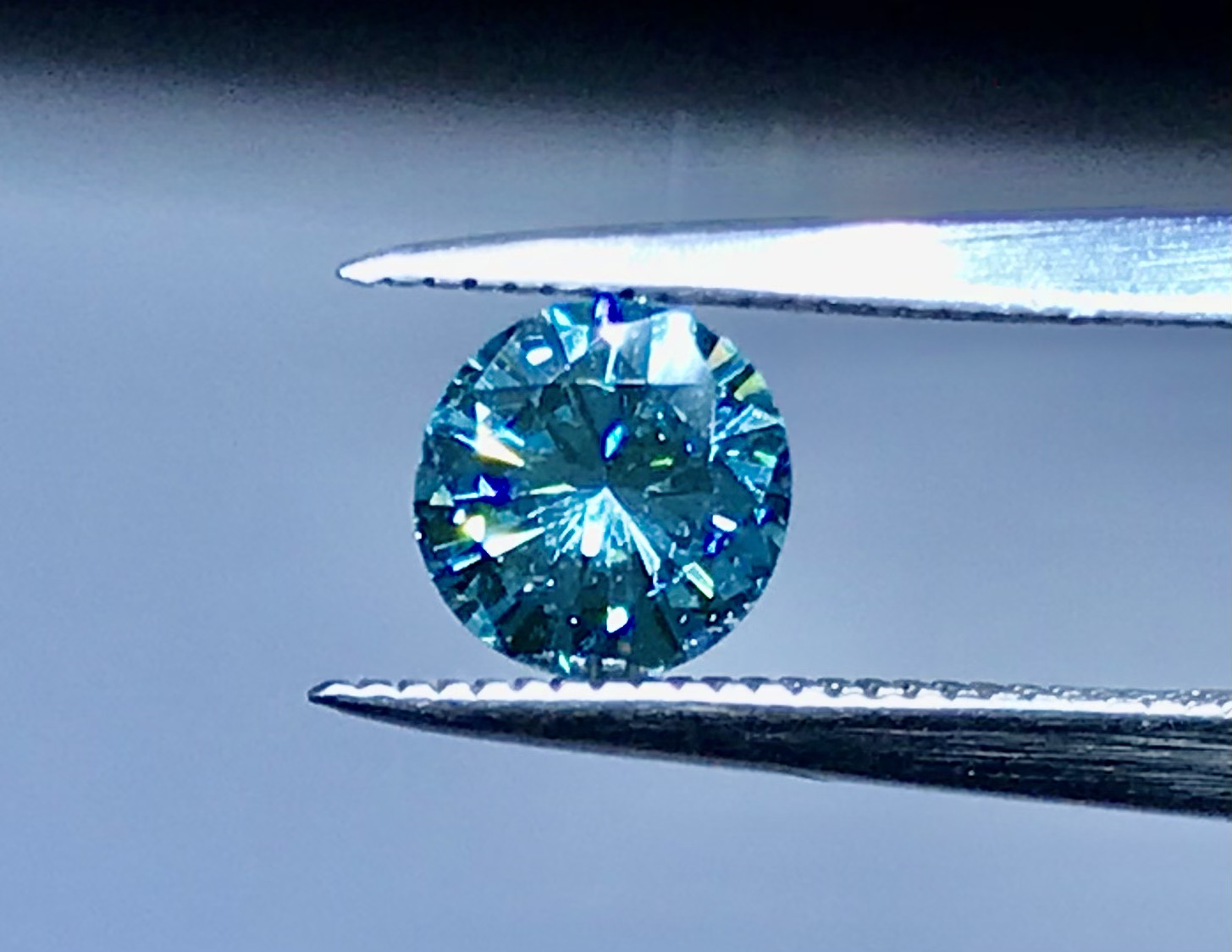 0.70 sky blue round brilliant cut diamond
